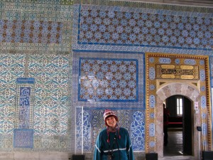 Becky standing in front of some fancy tiles in the Summer Pavillion.