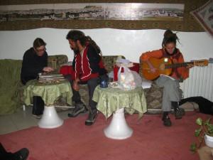 Wendy and Mirko playing backgammon, Katya singing